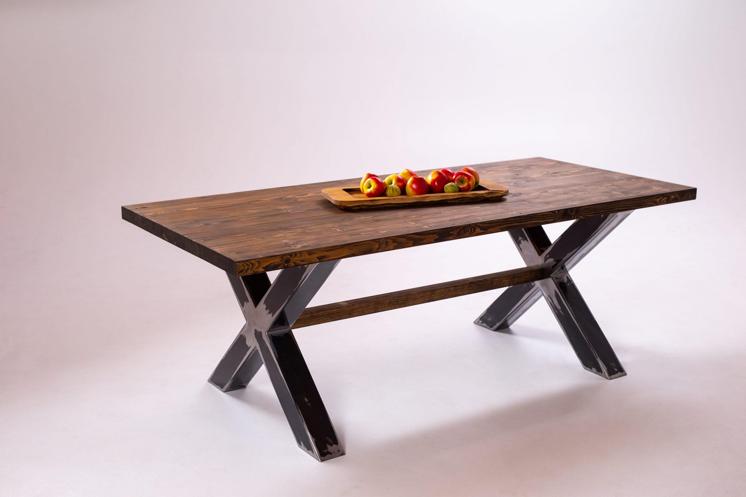 Oša galds, melnā metāla rāmis